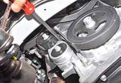 Проверка и замена ремня привода вспомогательных агрегатов Киа Рио 3 (2011)