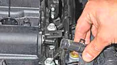 Проверка тепловых зазоров в приводе клапанов Киа Рио 3 (2011)