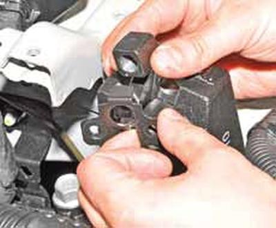 Замена левой опоры двигателя Киа Рио 3 (2011)