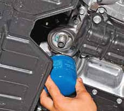 Замена масла и масляного фильтра в двигателе Киа Рио 3 (2011)