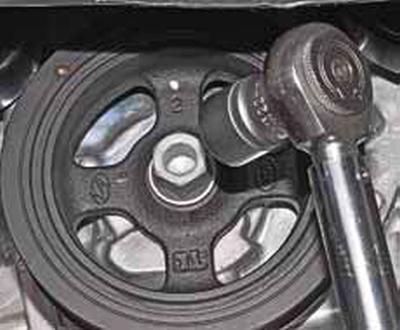 Замена переднего сальника коленчатого вала Киа Рио 3 (2011)