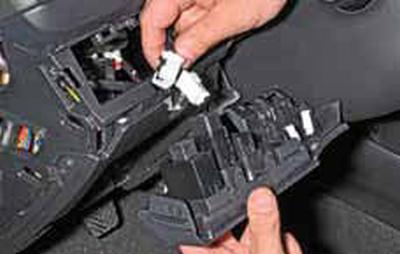 Снятие выключателей и регуляторов Киа Рио 3 (2011)