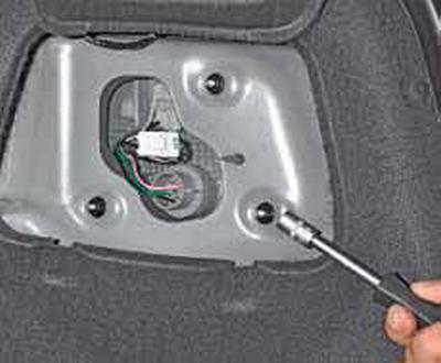 Снятие задних фонарей, замена ламп Киа Рио 3 (2011)