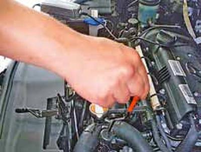 Проверка уровня жидкости в автоматической коробке передач Киа Рио 3 (2011)