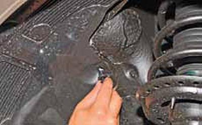 Снятие брызговиков и подкрылков передних колес Киа Рио 3 (2011)