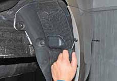 Снятие брызговиков и подкрылков задних колес Киа Рио 3 (2011)