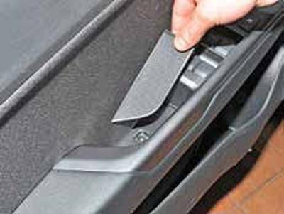 Снятие обивки передней двери Киа Рио 3 (2011)