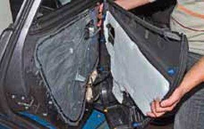 Снятие обивки задней двери Киа Рио 3 (2011)