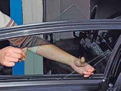 Снятие стекла задней двери Киа Рио 3 (2011)