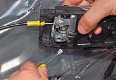 Снятие внутренней ручки передней двери Киа Рио 3 (2011)