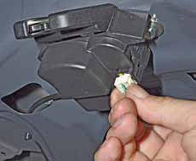 Замена замка крышки багажника Киа Рио 3 (2011)