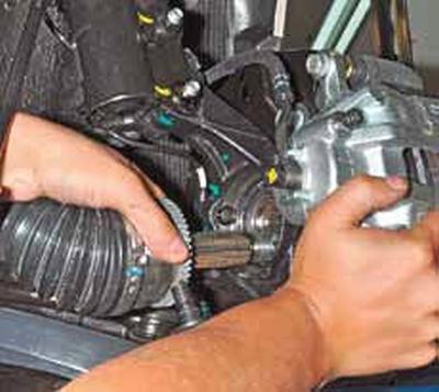 Снятие приводов передних колес Киа Рио 3 (2011)