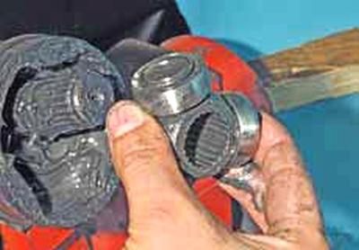 Снятие внутреннего шарнира, замена грязезащитного чехла Киа Рио 3 (2011)