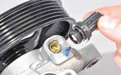 Снятие насоса гидроусилителя рулевого управления Киа Рио 3 (2011)