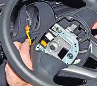 Снятие рулевого колеса Киа Рио 3 (2011)