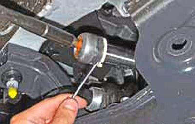 Замена рулевой тяги Киа Рио 3 (2011)