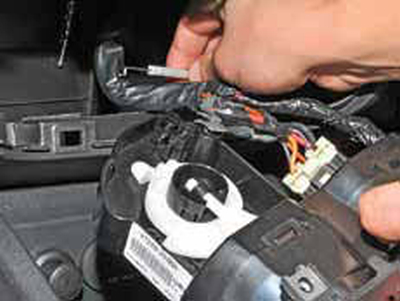 Снятие блока управления отоплением, вентиляцией и кондиционированием воздуха Киа Рио 3 (2011)