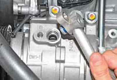 Снятие компрессора кондиционера Киа Рио 3 (2011)
