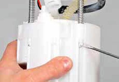 Снятие и разборка топливного модуля Киа Рио 3 (2011)