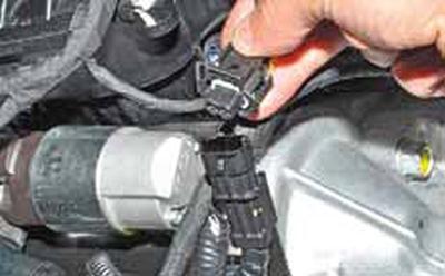 Снятие датчика положения коленчатого вала Киа Рио 3 (2011)