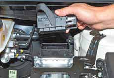 Снятие электронного блока управления Киа Рио 3 (2011)