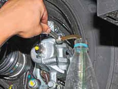 Прокачка гидропривода тормозной системы Киа Рио 3 (2011)