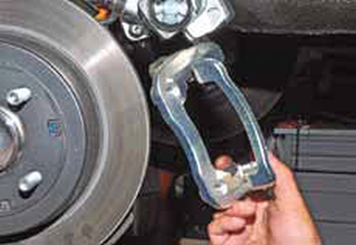 Снятие диска тормозного механизма заднего колеса Киа Рио 3 (2011)