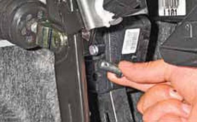 Снятие вакуумного усилителя тормозов Киа Рио 3 (2011)