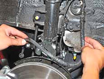 Замена шланга тормозного механизма переднего колеса Киа Рио 3 (2011)