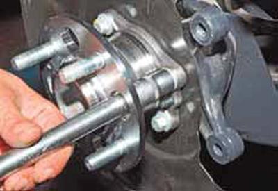 Снятие ступичного узла заднего колеса Киа Рио 3 (2011)