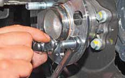 Замена шпильки крепления колеса Киа Рио 3 (2011)